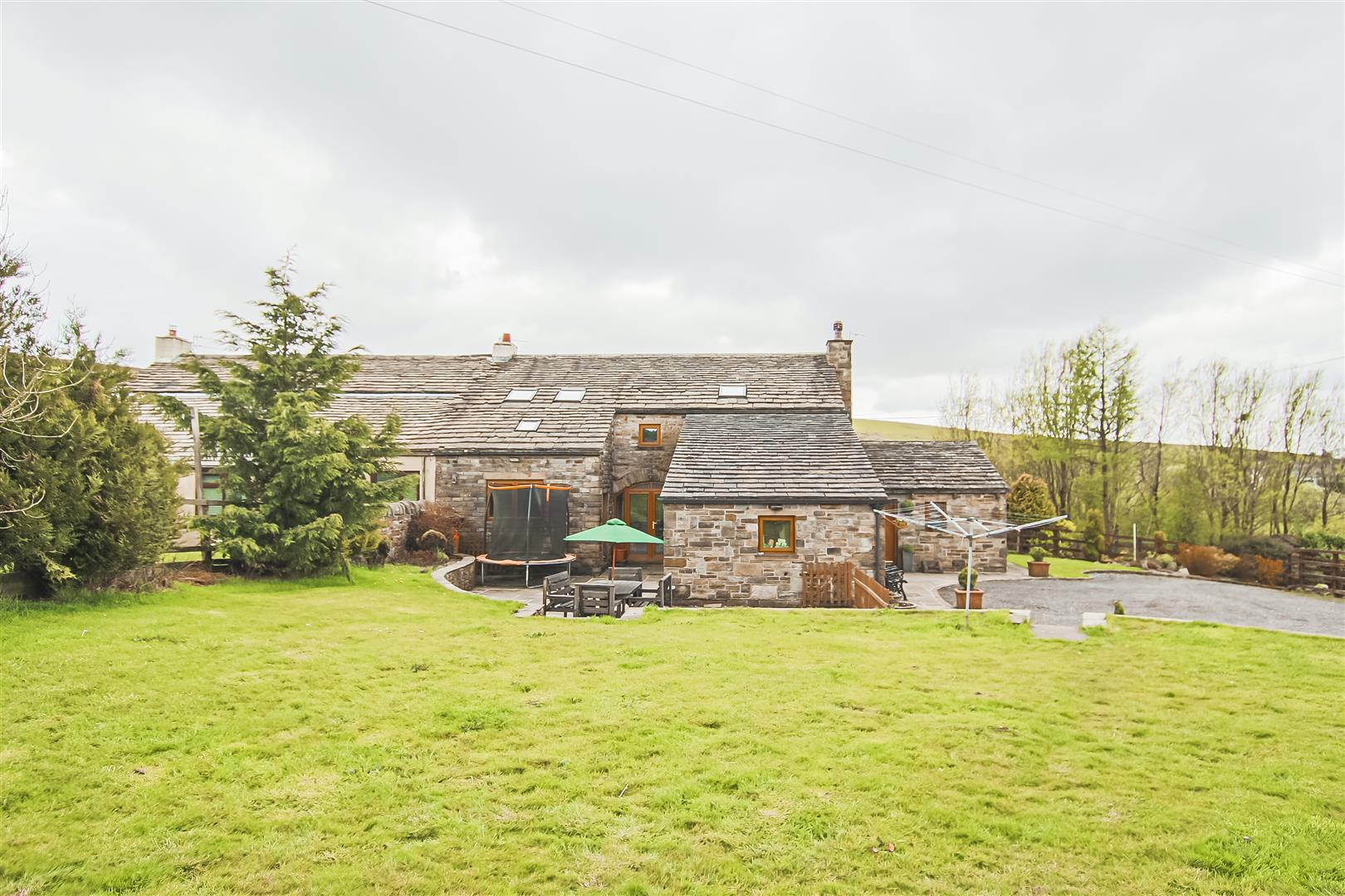 4 Bedroom Semi-detached House For Sale - Image 33